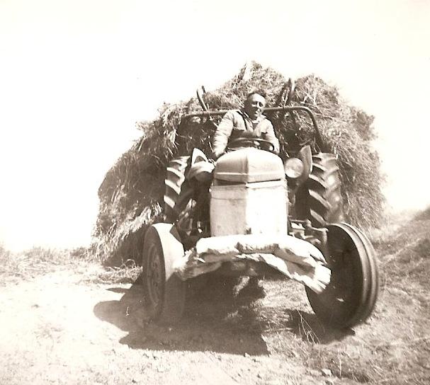 """""""Stor stas. Me har fått traktor (52)"""""""